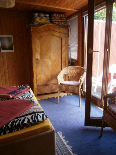 Schlafzimmer 2 mit Ausgang zum Balkon