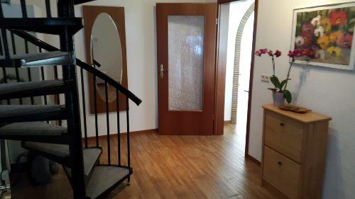 Flur mit Wendeltreppe in die 2. Etage