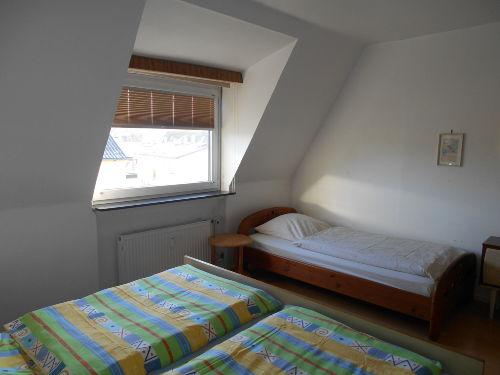 Extrabett im grossen Schlafzimmer