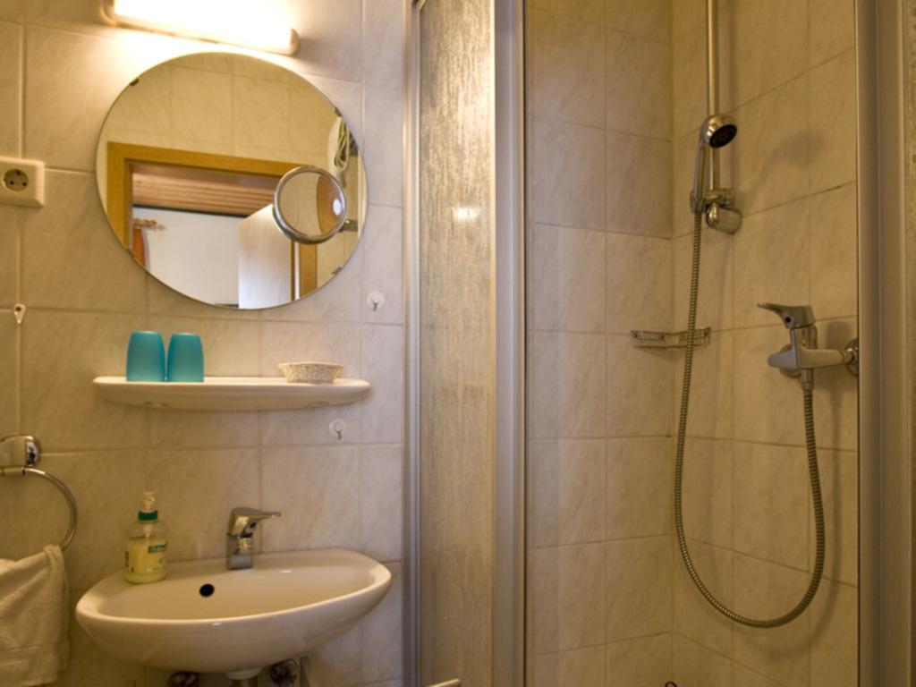 G�stehaus Spoth, Vierbettzimmer Nr. 2, Dusche-WC '