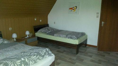 2 Einzelbetten Schlafzi. DG modern eing.