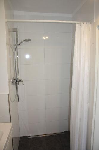 Barrierefreie und geräumige Dusche