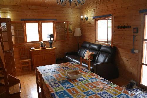Küchenvorraum mit Esstisch und Sofa