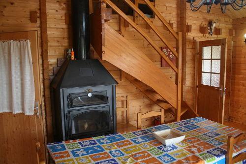 Küchenvorraum, Kaminofen und Treppe