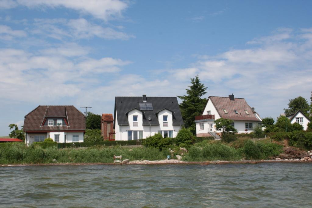 Ferienhaus mit 2 Ferienwohnungen in Neuendorf-R�ge