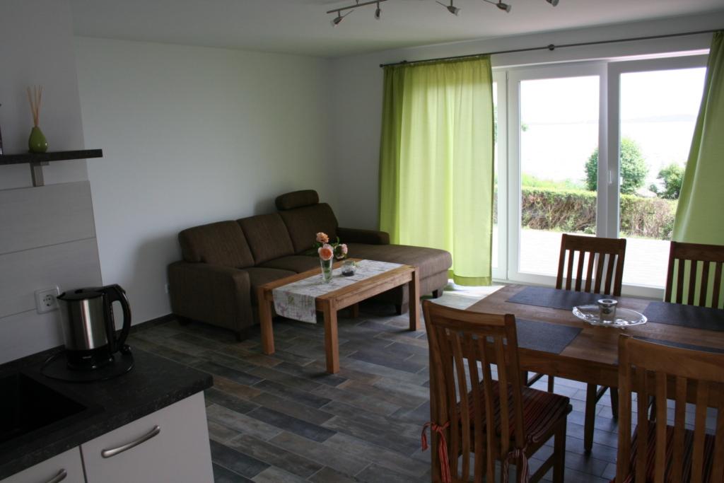Ferienhaus mit 2 Ferienwohnungen in Neuendorf-Rüge