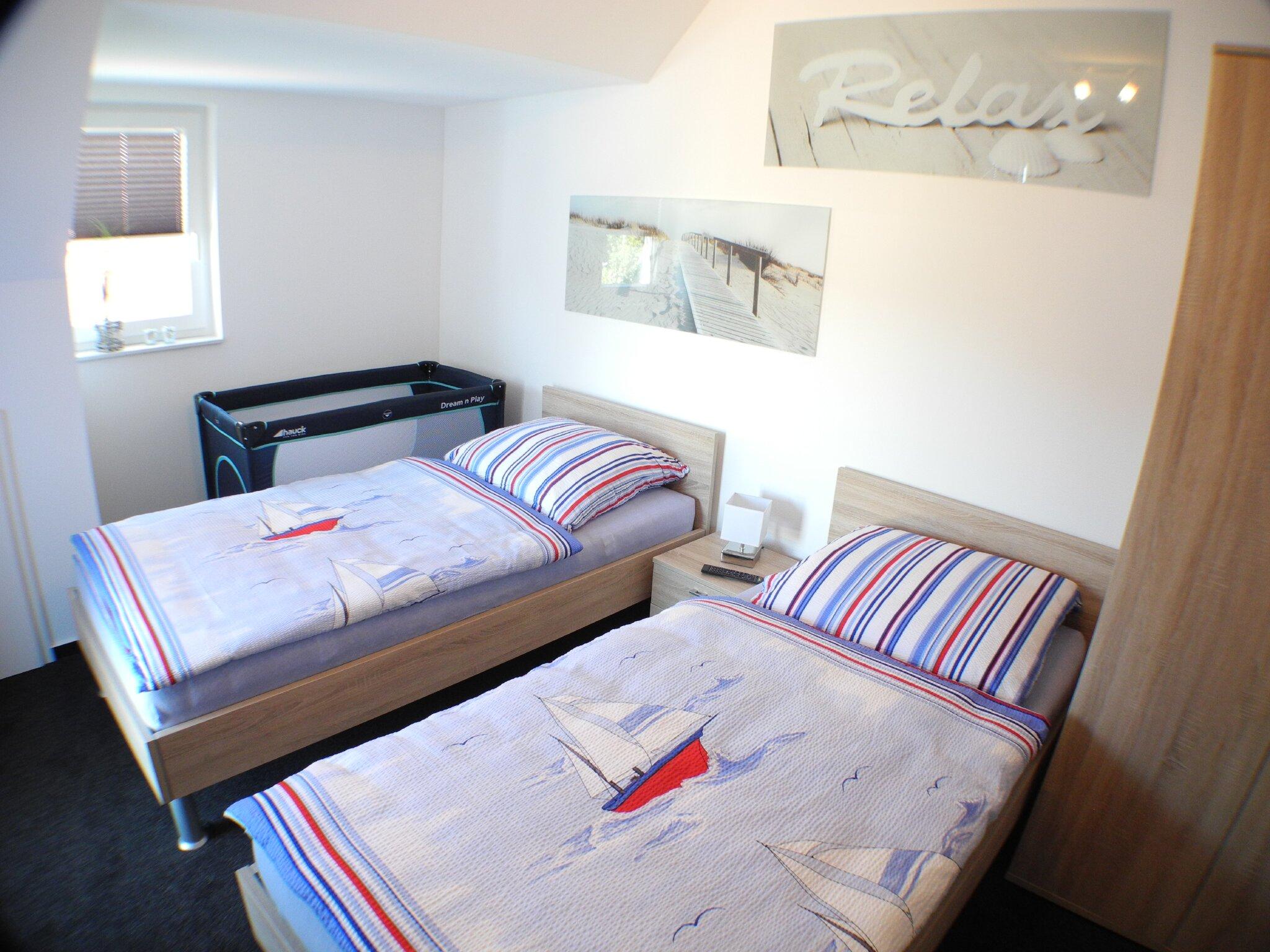 Zweites Schlafzimmer mit Einzelbetten...