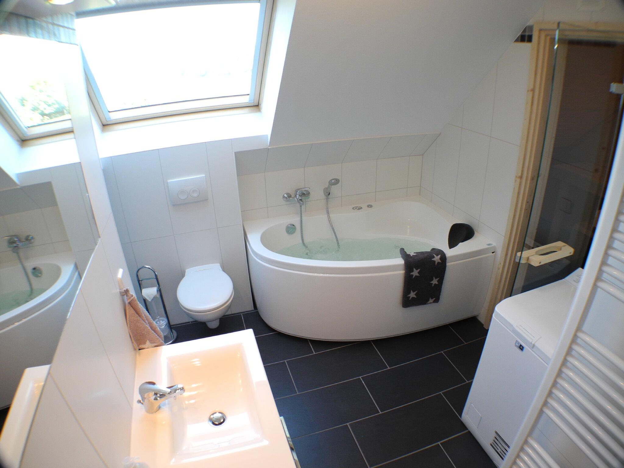 Badezimmer mit Whirlpool...