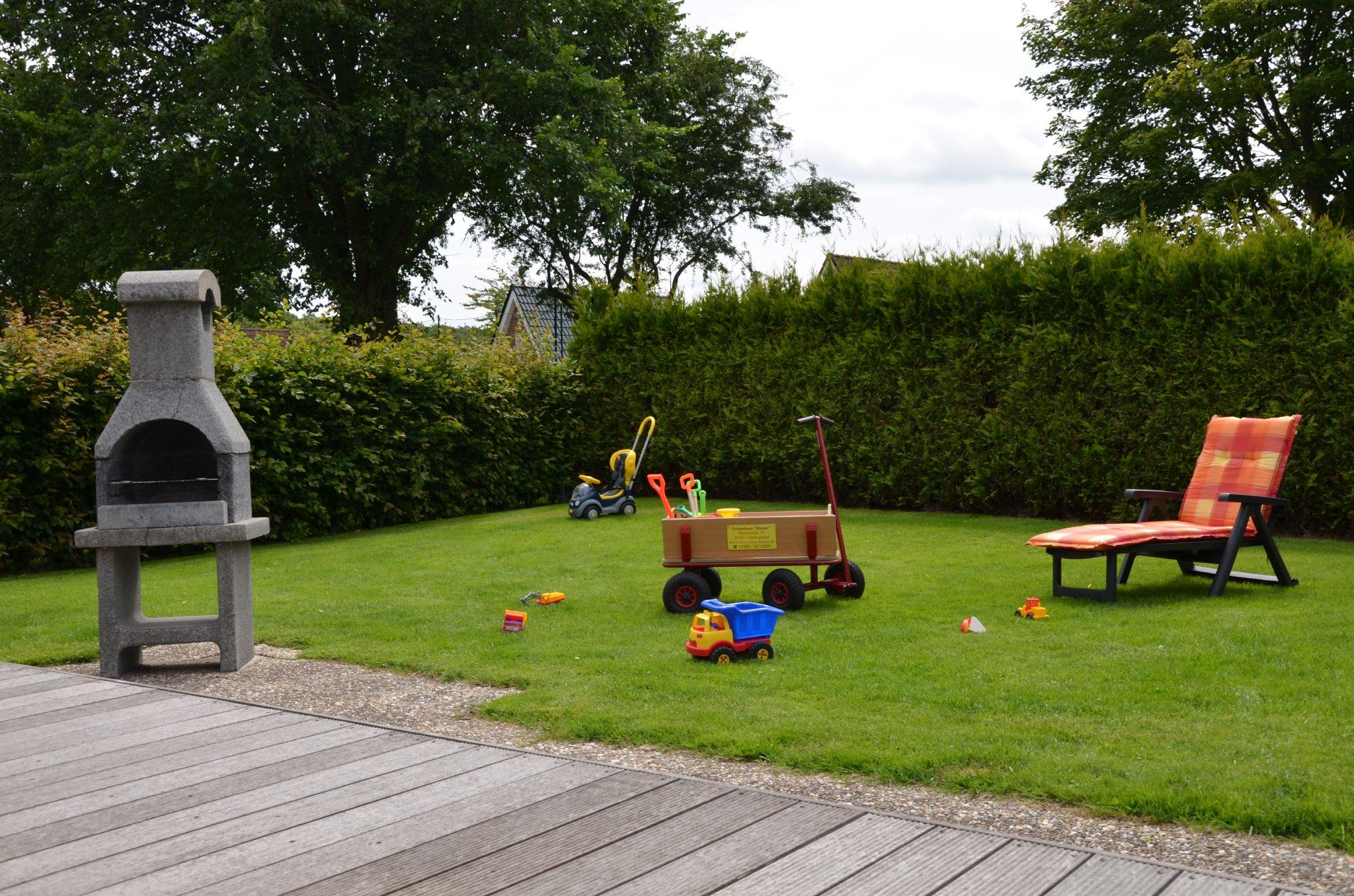 Garten mit Steingrill