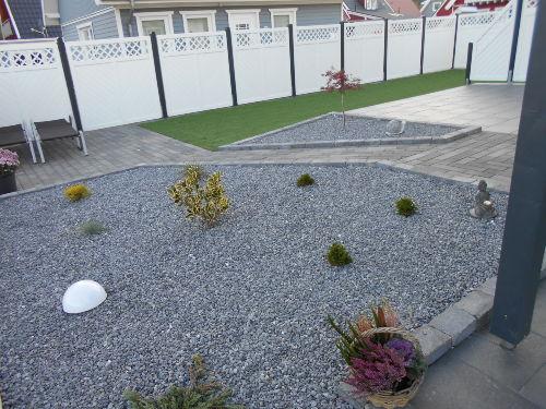 Gartenanlage mit Kunstrasen