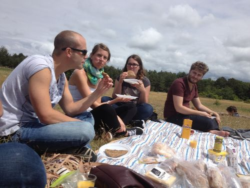 Mit Familien picknicken ist Spass