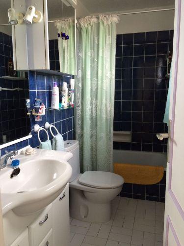 Bad mit Badewanne und Au�enfenster