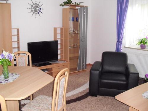 Wohnzimmer mit E�platz