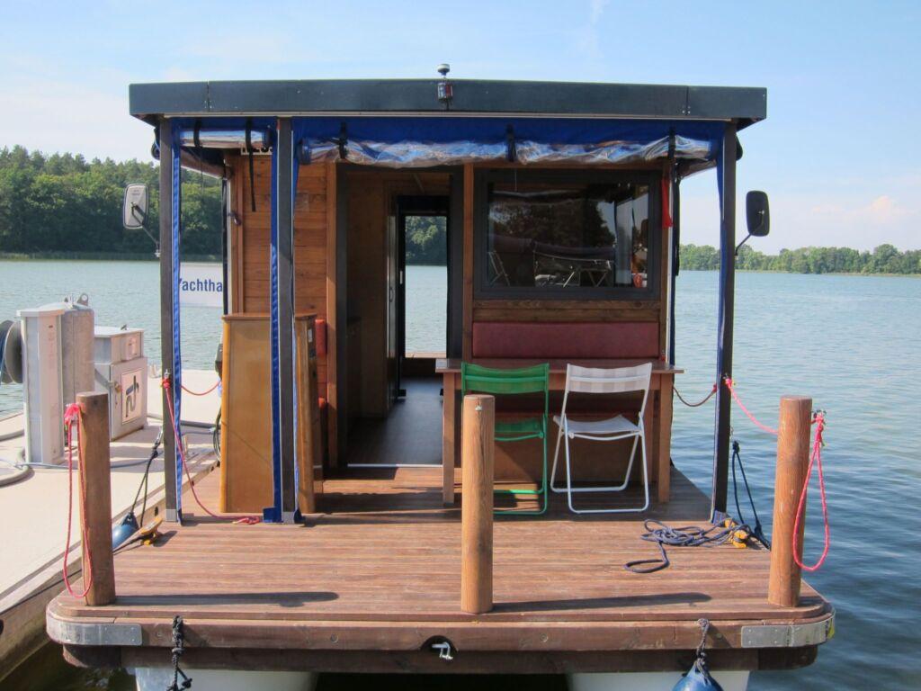 Hausboot Urlaub auf dem Wasser mit dem Floß D9, D