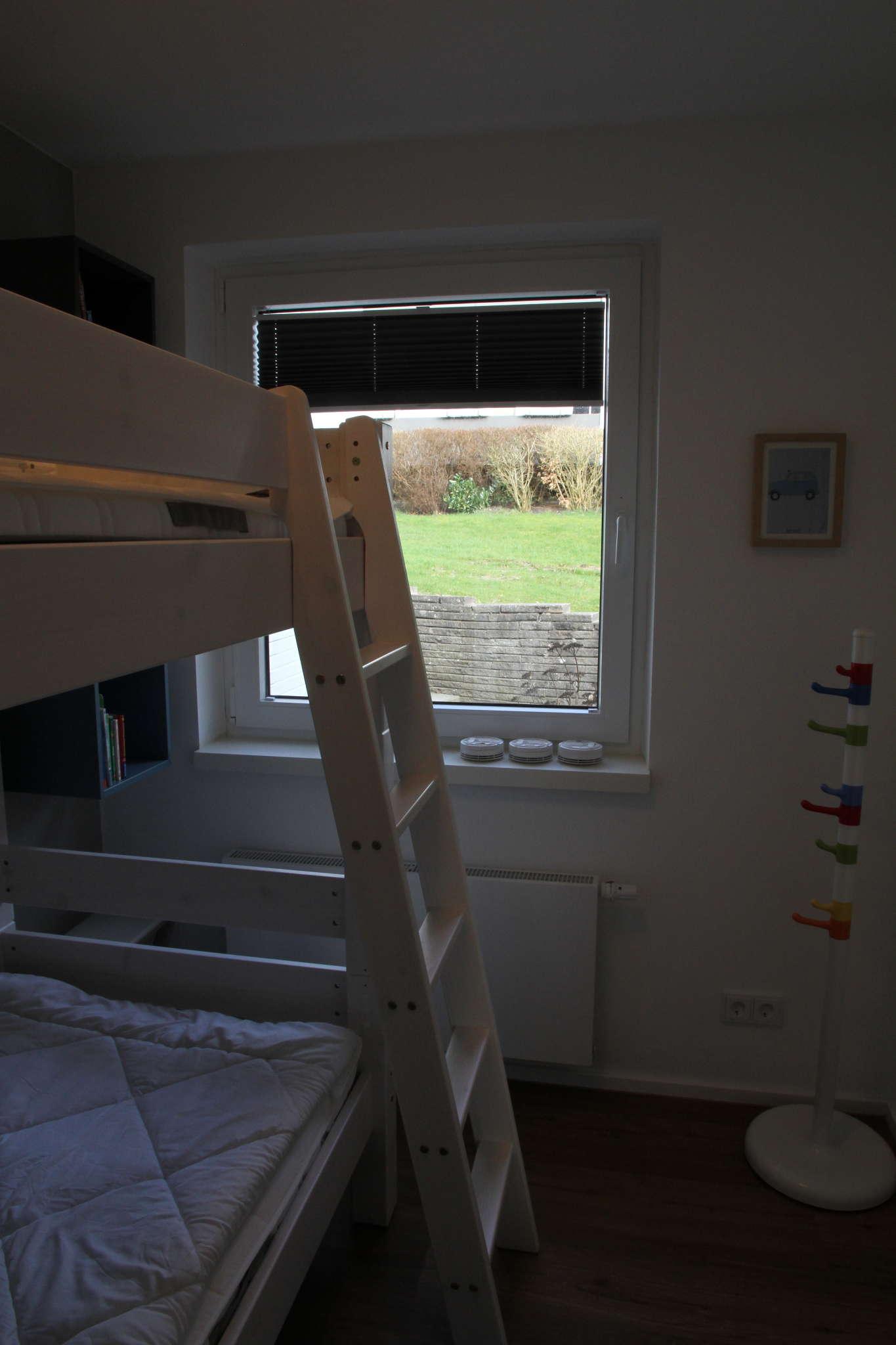 Schlafzimmer (Doppelbett 1,60m x 2,00m)