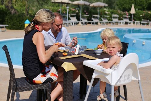 Breakfast in the pool I Tesori del Sud
