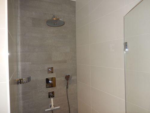 Duschkabine mit Regendusche