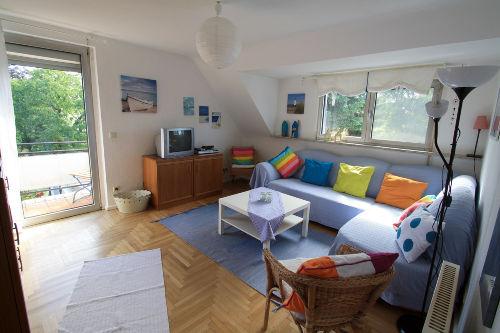 Wohnzimmer mit Ausgang zum kl. Balkon