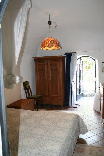 Schlafzimmer unten mit Zugang zur Terras
