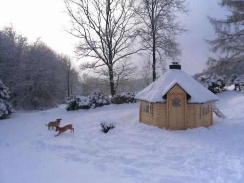 Finnische Grillkota im Winter