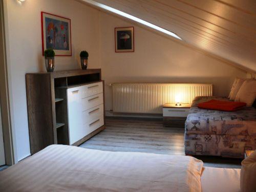 Dreibettzimmer (Doppel- und Einzelbett)