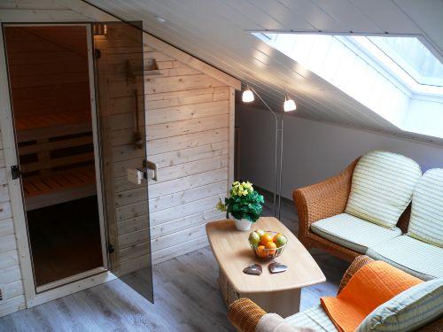 Sauna mit gemütlicher Sitzecke