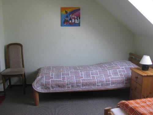 Schlafzimmer mit 2 getr. Betten