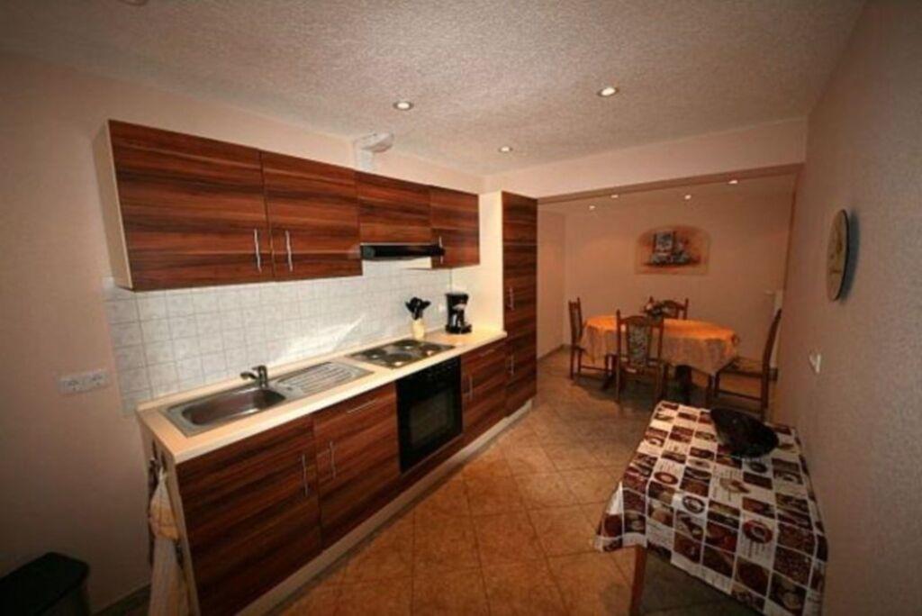 Ferienhaus Besch, Wohnung 01 mit Terasse