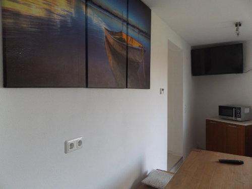 Essecke mit LCD-TV (81 cm)