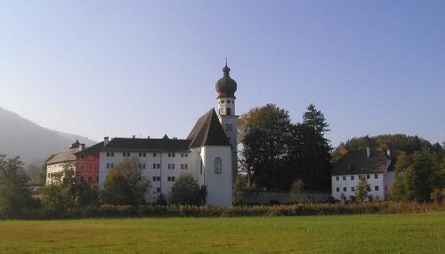 Klosterkirche Höglwörth im Sommer