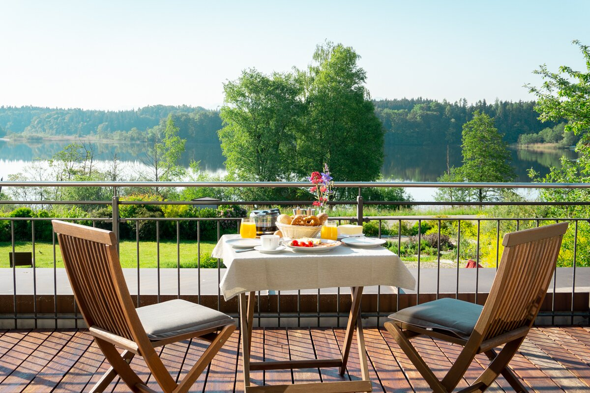 Terrasse See-Lodge mit Blick zum See