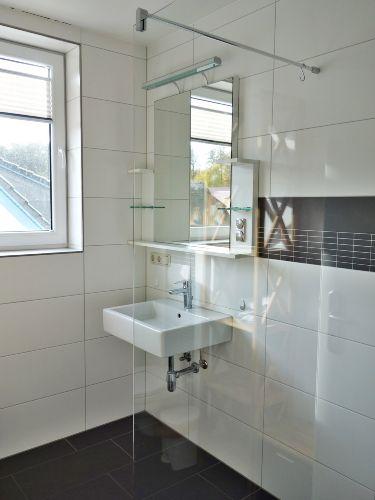 Bad im Obergeschoss mit Dusche