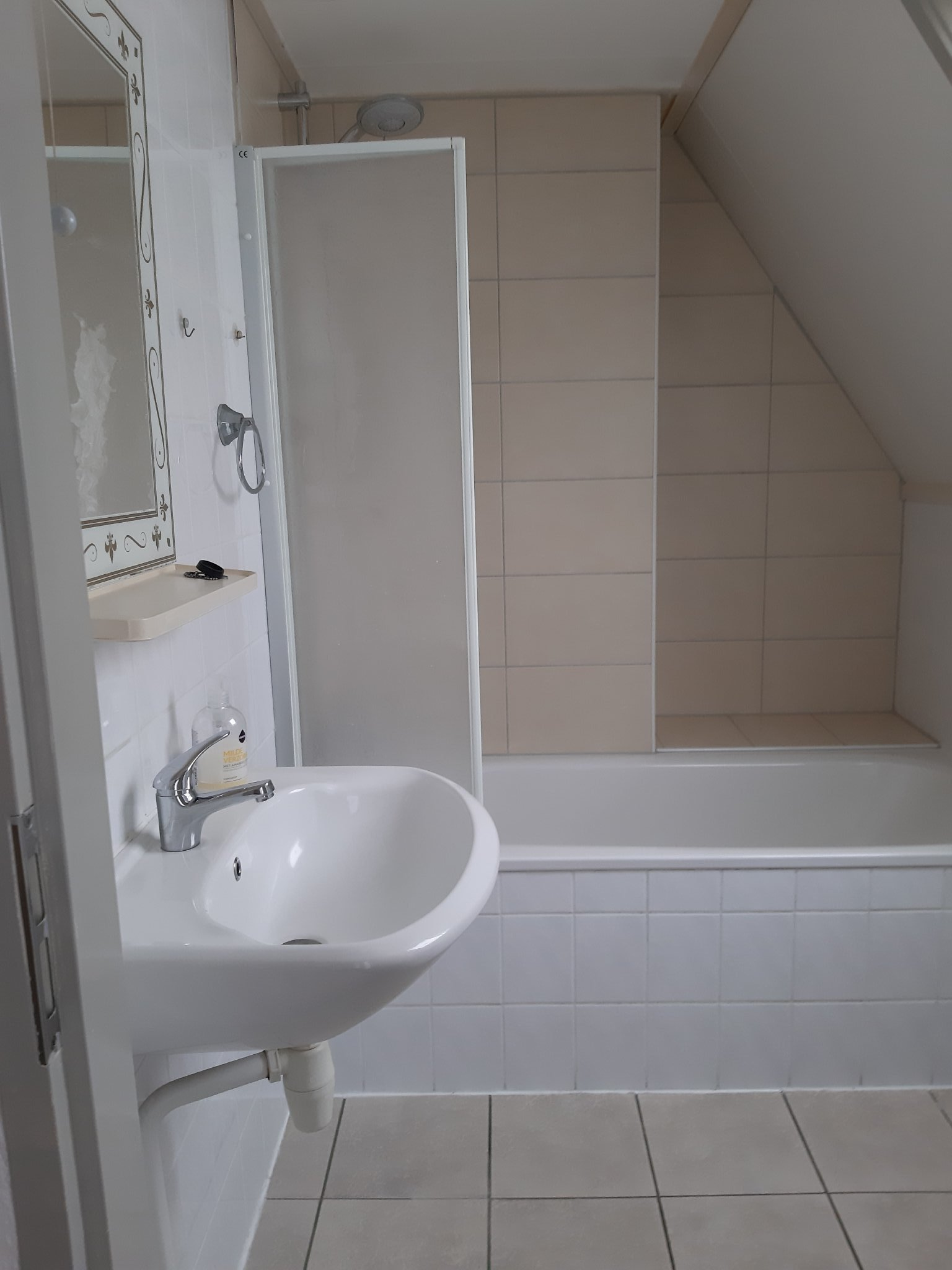 - Wohnzimmer mit Kaminofen -