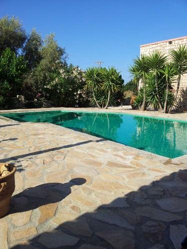 Palmengarten mit Pool
