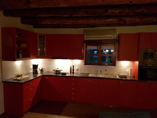 Neue Küche mit modernen Küchengeräten