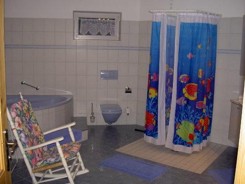 Eckbadewanne u. begehbare Dusche