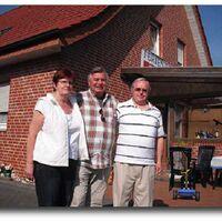 Vermieter: Hermann und Maria mit Harry Wijnvoord