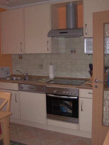 Komplett eingerichtete Küche.