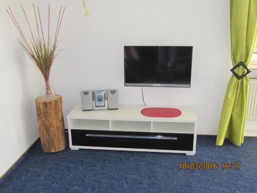 neuer Fernseher mit Stereoanlage