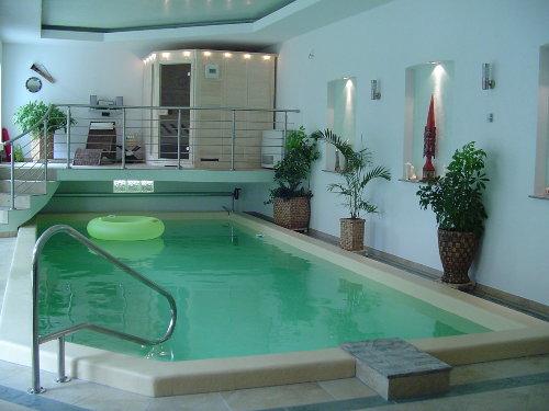 Schwimmhalle mit Sauna