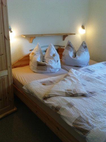 2. Schafzimmer mit Doppelbett 1,8 x 2 m