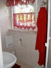 Fensterseite Bad mit Dusche