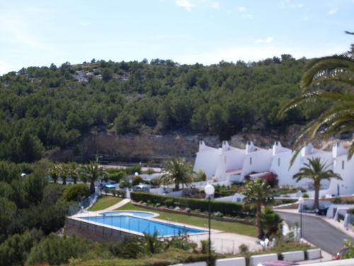 Blick auf den Pool & Tennisplatz