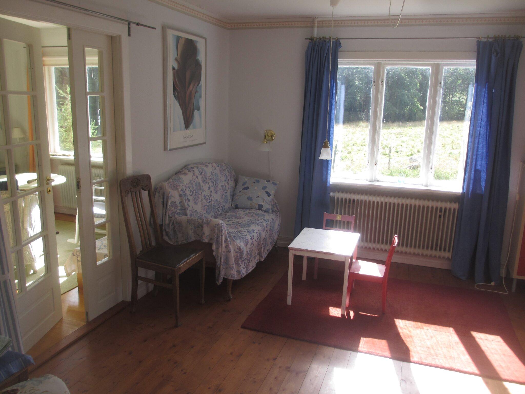 Zimmer neben der Küche mit Schlafsofa