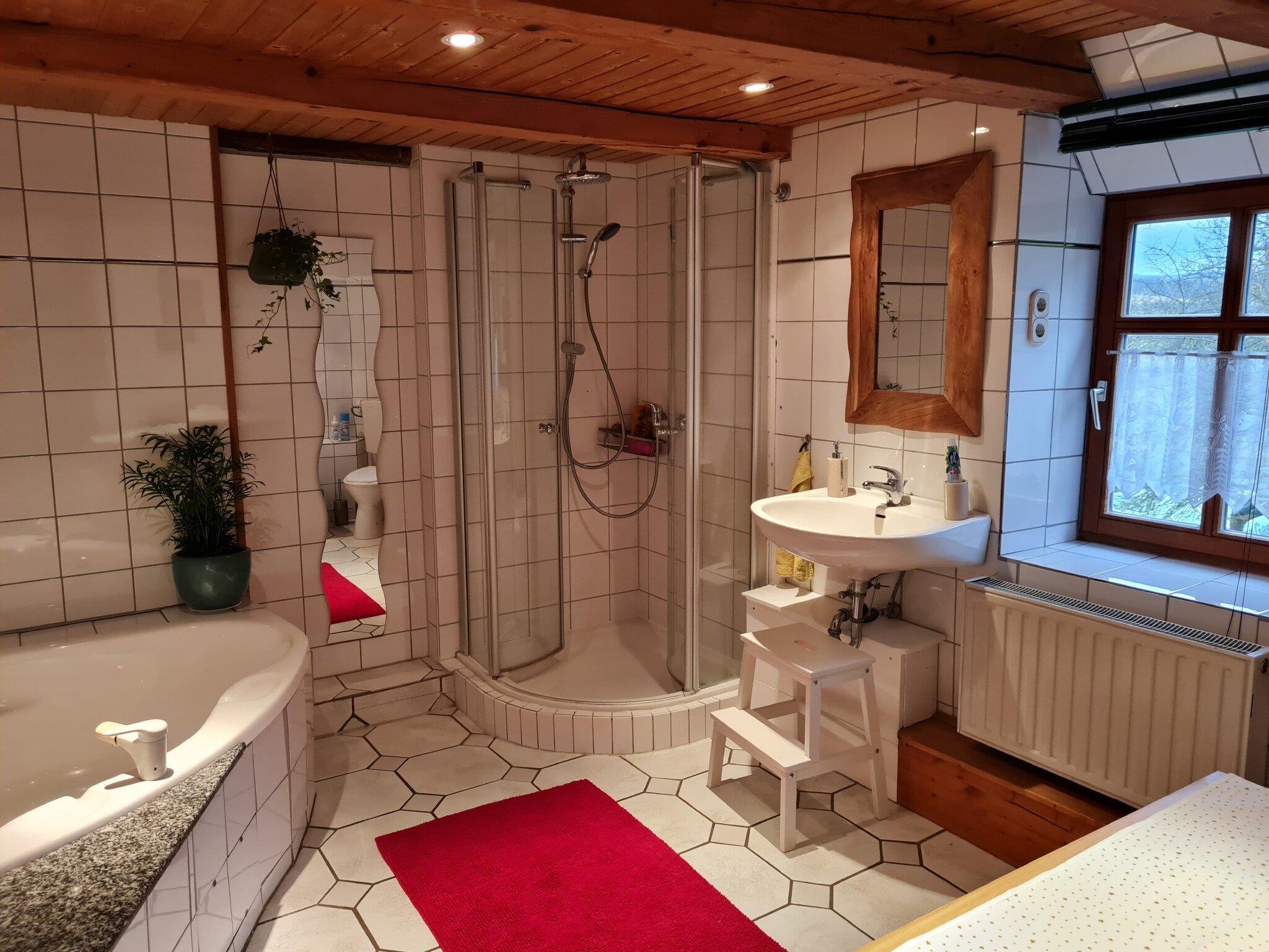 Das ger�umige Badezimmer