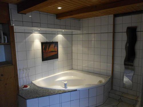 Voll ausgestattet mit Badewanne