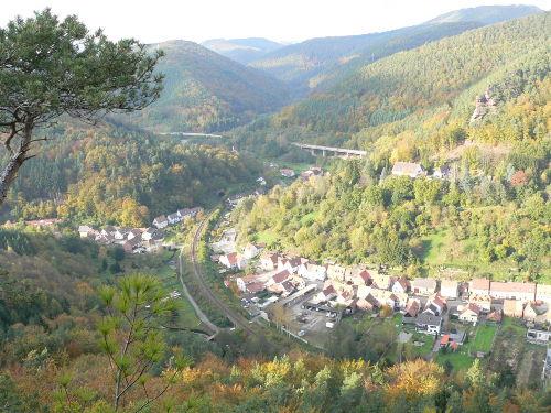 Fernblick vom Mühlenfelsen über Rinnthal