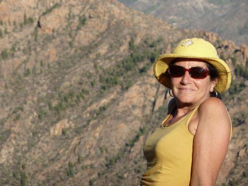 Pia in der typischen Bergweld G. Canaria