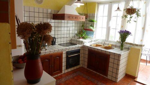 Die schöne sonnige Küche