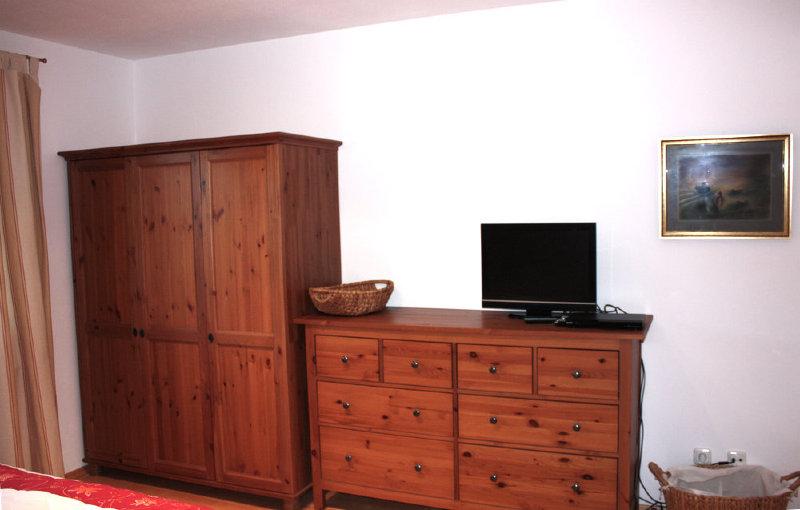 2. Bett im Schlafzimmer